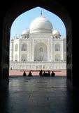 Ikonowy Taj Mahal widok od graniczącego meczetu Fotografia Royalty Free