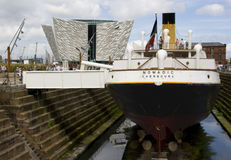 Ikonowy Tytaniczny usługowy naczynie SS Koczowniczy w Belfast ` s Tytaniczna ćwiartka Obraz Stock