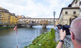 Ikonowy Vecchio most w Florencja nad rzecznym Arno 12, 2017 dzwonił Ponte Vecchio, FLORENCJA, WŁOCHY, WRZESIEŃ -/- Zdjęcia Stock