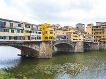 Ikonowy Vecchio most w Florencja nad rzecznym Arno dzwonił Ponte Vecchio Fotografia Stock