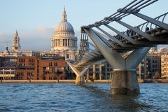 Widok St Paul katedra i milenium most, Londyn Fotografia Stock