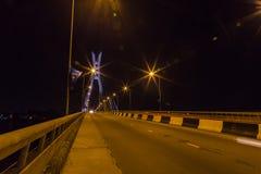 Ikoyi吊桥拉各斯尼日利亚在晚上 库存照片