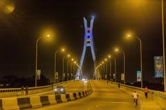 Ikoyi bro Lagos Nigeria på natten Royaltyfri Bild