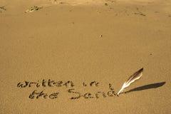 Il a écrit dans le sable Photographie stock