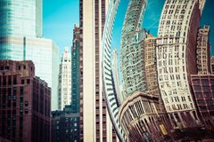 ЧИКАГО, IL - 2-ОЕ АПРЕЛЯ: Заволоките горизонт строба и Чикаго 2-ого апреля 2014 в Чикаго, Иллинойсе Строб облака художественное п Стоковое Изображение