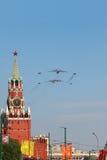 Il-76, Tu-95ms, aviões Mig-29 voam na parada Fotos de Stock Royalty Free