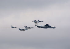 Il-78 escorted by fighters Royalty Free Stock Photography