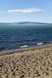 Il argentino di lago dalla spiaggia. Fotografia Stock Libera da Diritti
