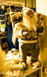 Il Babbo Natale in attrezzatura dello sci Immagine Stock