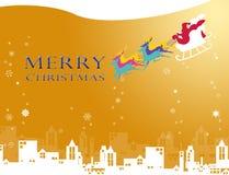 Il Babbo Natale che vola alla città con il cielo e la neve di gloria Fotografia Stock