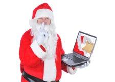 Il Babbo Natale con il computer portatile e la lista Fotografia Stock