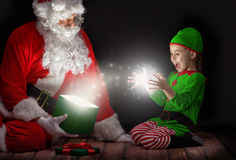 Il Babbo Natale e bambina Immagini Stock Libere da Diritti
