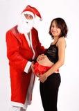 Il Babbo Natale e la bella donna incinta fotografia stock