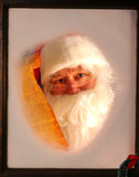 Il Babbo Natale in finestra con la lista Immagini Stock Libere da Diritti