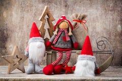 Il Babbo Natale su una slitta Fondo di gnomo di Noel Simbolo di Natale Fotografia Stock