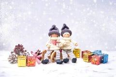 Il Babbo Natale su una slitta Gnomo di Noel, regali, struttura della neve Immagini Stock Libere da Diritti
