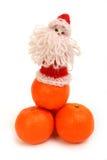 Il Babbo Natale sui mandarini Fotografia Stock Libera da Diritti
