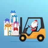 Il Babbo Natale sveglio conduce il carrello elevatore a forcale che carica il grande mucchio dei contenitori di regalo avvolti va illustrazione di stock