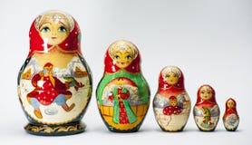 Il babooshka della bambola di incastramento di Matryoshka gioca il ricordo russo Fotografia Stock