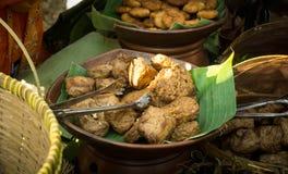 Il bacem di tahu e di Tempe è gli alimenti tradizionali dall'Indonesia Fatto dalla soia Bacem significa il dolce fotografie stock