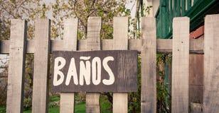 Il bagno di legno firma dentro lo Spagnolo Immagine Stock Libera da Diritti
