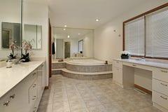 Il bagno matrice con ascende la vasca fotografie stock libere da diritti