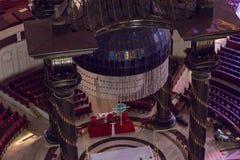 Il baldacchino ed il candeliere sopra l'altare principale della basilica della nostra signora di pace Immagine Stock Libera da Diritti