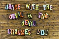 Il ballo con il diavolo vi cambia immagini stock libere da diritti