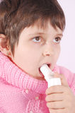 Il bambino cattura la medicina Fotografie Stock