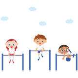Il bambino che frantuma una barra orizzontale Fotografia Stock