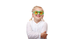 Il bambino con i vetri verdi è sorridere felice Fotografie Stock