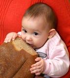 Il bambino con pane Fotografia Stock Libera da Diritti