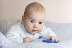 Il bambino con un giocattolo Fotografia Stock Libera da Diritti