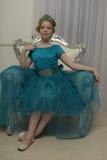 Il bambino della ragazza nel vestito affascinante Immagini Stock