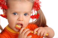il bambino della spazzola pulisce i denti di una s Fotografie Stock Libere da Diritti