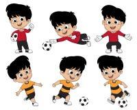 Il bambino di calcio del fumetto gioca a calcio gli sport che ama profondamente con diff Immagine Stock Libera da Diritti