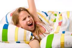 Il bambino dolce sta svegliando immagini stock