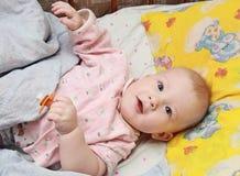 Il bambino felice con un manichino Fotografie Stock