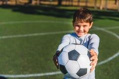 Il bambino felice vuole il gioco del gioco Fotografia Stock