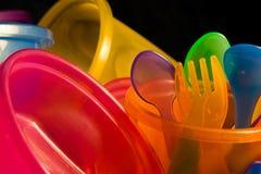 Il bambino foggia a coppa le forchette ed i cucchiai delle ciotole Immagine Stock Libera da Diritti