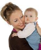 Il bambino ha tenuto tramite la madre fotografie stock libere da diritti