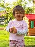 Il bambino mangia Fotografia Stock
