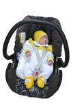 Il bambino neonato dorme in una sede di automobile dei bambini fotografia stock libera da diritti