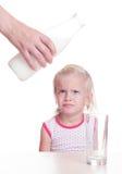 Il bambino non gradisce il latte Immagine Stock