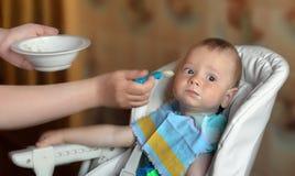 Il bambino pieno durante l'alimentazione Fotografia Stock Libera da Diritti