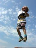 Il bambino salta Fotografia Stock