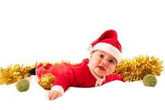 Il bambino sorridente si veste come Santa Claus che esamina la macchina fotografica Fotografia Stock