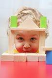 Il bambino sta giocando. immagini stock libere da diritti