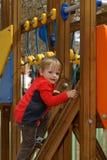 Il bambino su una scala Fotografie Stock Libere da Diritti