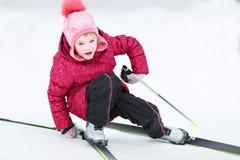 Il bambino va sciare Fotografie Stock Libere da Diritti